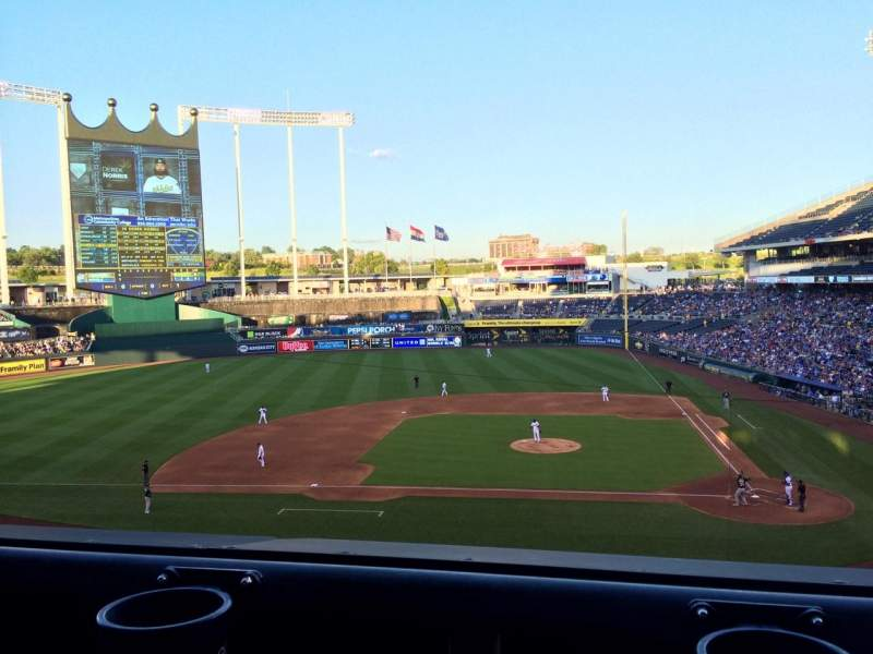 Vista sentada para Kauffman Stadium Secção 309 Fila A Lugar 5