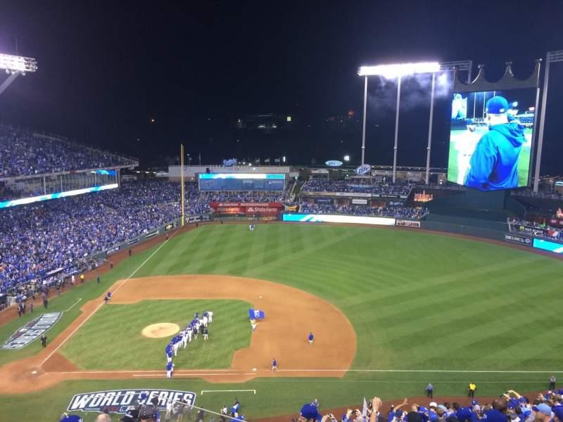 Vista sentada para Kauffman Stadium Secção 429 Fila AA Lugar 5