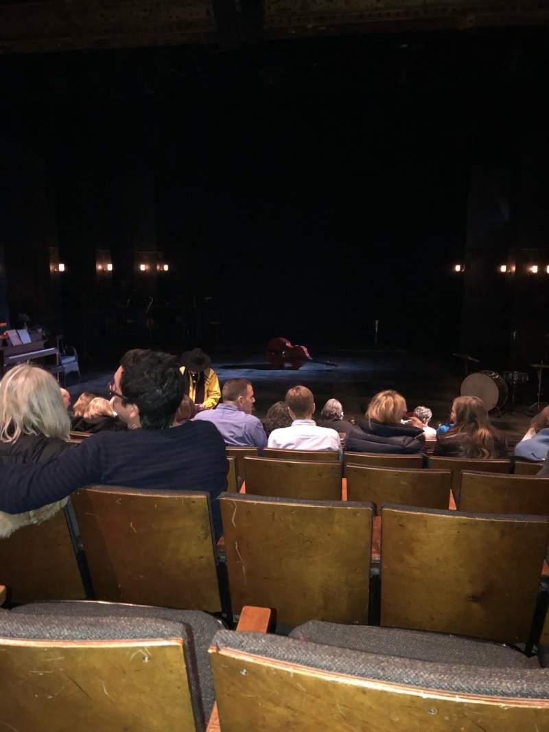 Vista sentada para The Anspacher Theater at the Public Theater Secção Orch Fila J Lugar 7