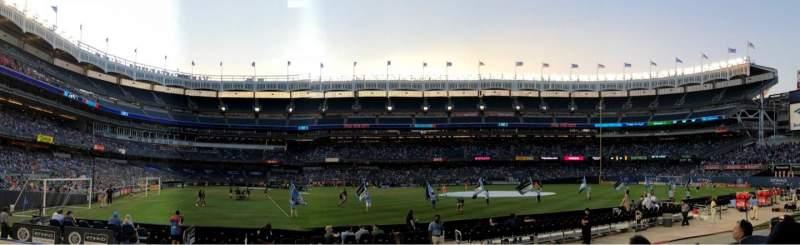 Vista sentada para Yankee Stadium Secção 105 Fila 4 Lugar 12