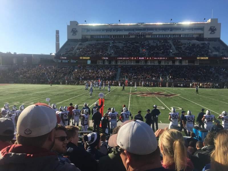 Vista sentada para Alumni Stadium Secção R Fila 11 Lugar 31