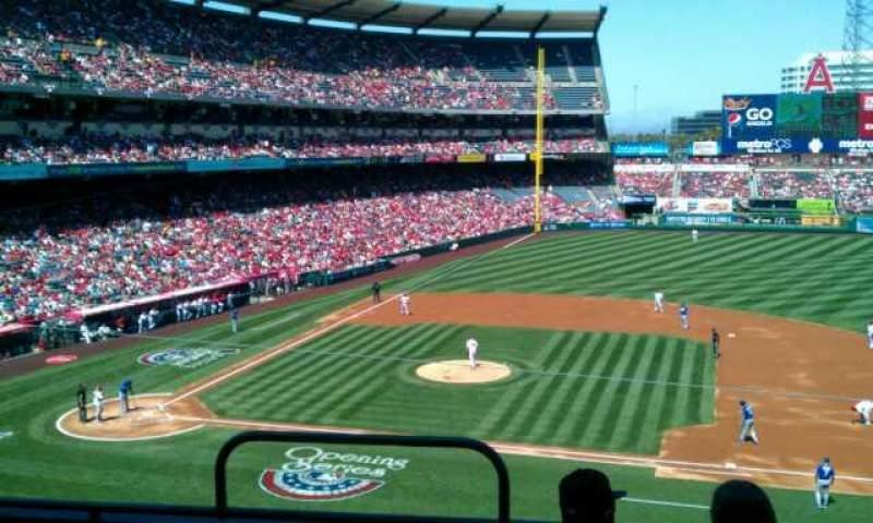 Vista sentada para Angel Stadium Secção 335 Fila d Lugar 1