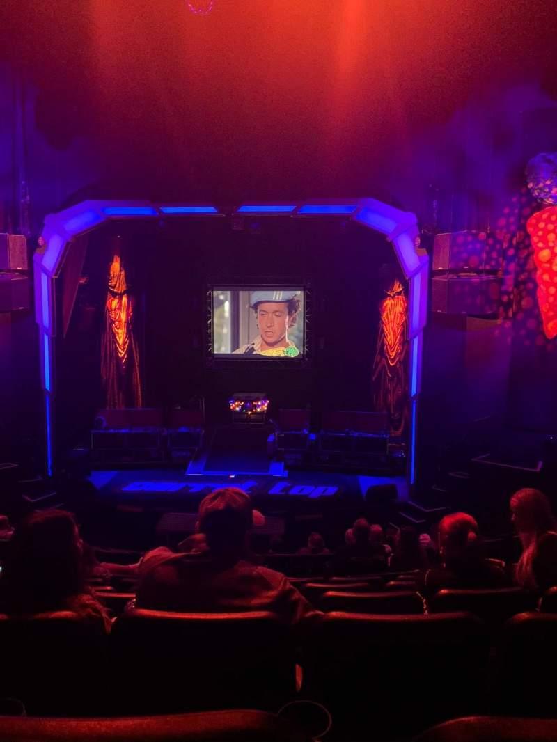 Vista sentada para Atrium Theatre Secção 2 Fila J Lugar 11