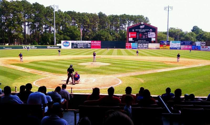 Vista sentada para Grayson Stadium