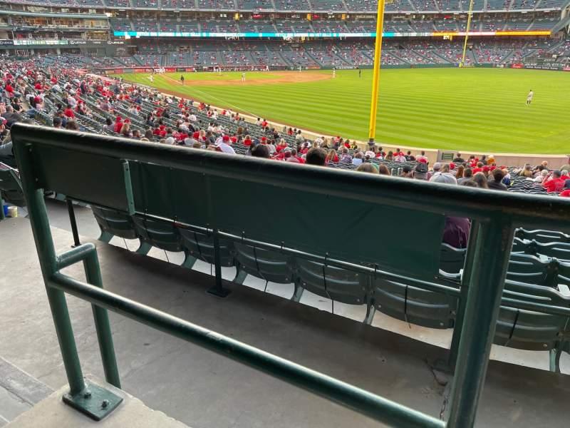 Vista sentada para Angel Stadium Secção 231 Fila A Lugar 15