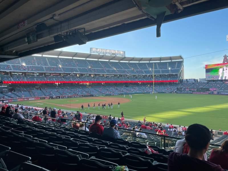 Vista sentada para Angel Stadium Secção 228 Fila F Lugar 14