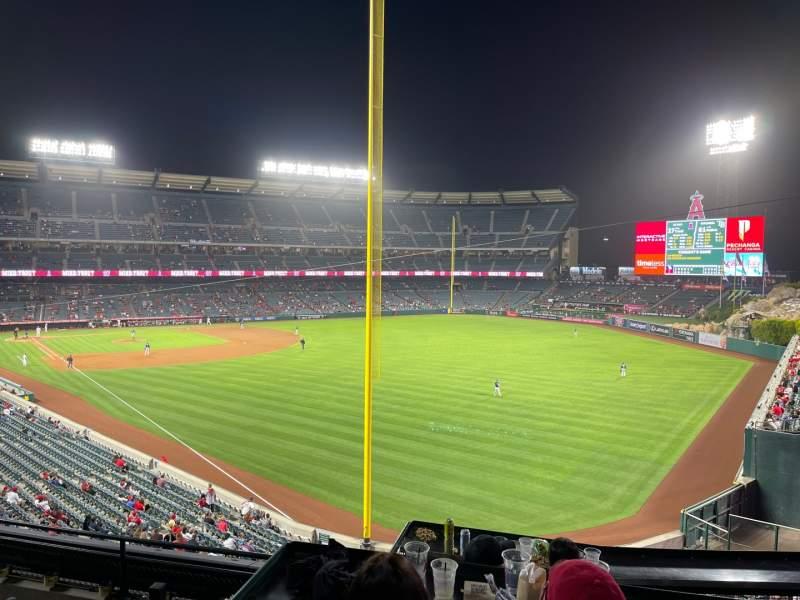 Vista sentada para Angel Stadium Secção 349 Fila CC Lugar 2