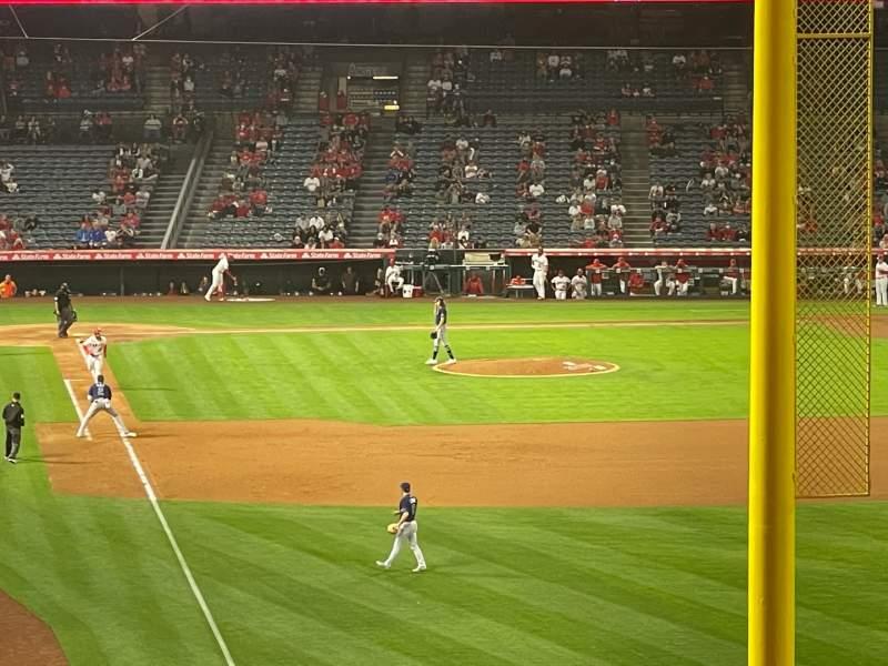Vista sentada para Angel Stadium Secção 350 Fila AA Lugar 2