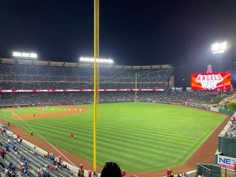 Vista sentada para Angel Stadium Secção 349 Fila BB Lugar 6