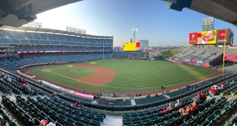 Vista sentada para Angel Stadium Secção Suite 67 Fila A Lugar 1