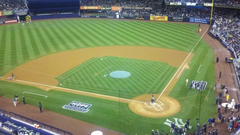 Vista sentada para Yankee Stadium Secção 321 Fila 1 Lugar 11