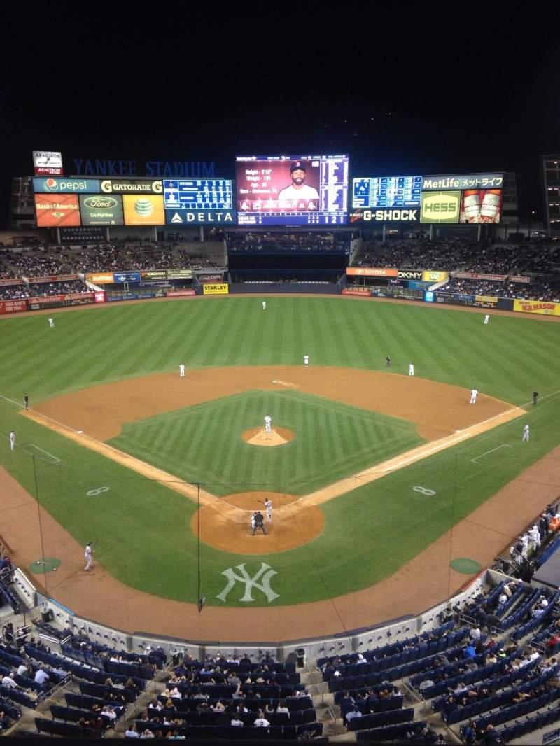 Vista sentada para Yankee Stadium Secção 320b Fila 1 Lugar 3