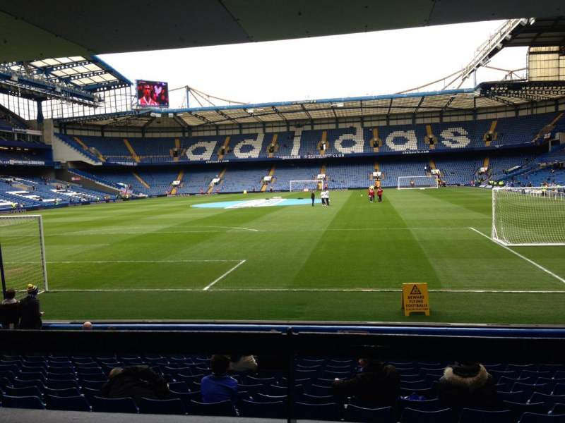 Vista sentada para Stamford Bridge Secção The Shed End lower Fila 15 Lugar 79