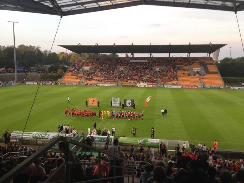 Vista sentada para Stade Francis Le Basser Secção Loge Fila 4