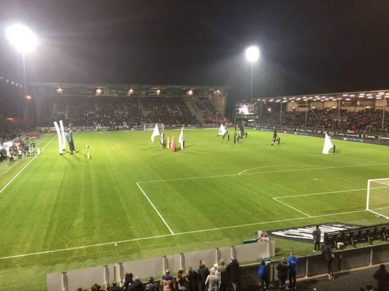 Vista sentada para Stade Raymond Kopa Secção Colombier Fila T Lugar 24